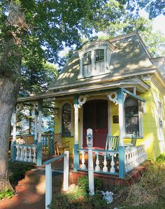 Martha's Vineyard Cottage with a Mansard Roof by The T-Cozy, via Flickr