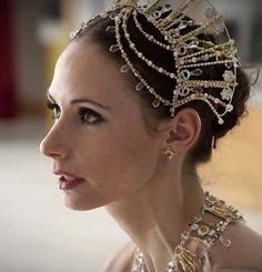 Love the head-piece...but she looks familliar??