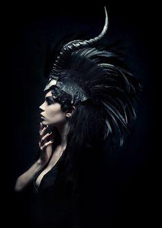 Inspiratie mode ontwerpers en gebruik veren. Photography: Daniel Jung ^Models: Alexandra Mathews ^Hair Stylist: Teal Druda ^Make Up Artist: Tegan Rice