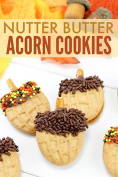 How cute are these Nutter Butter Acorn Cookies? I can't believe how easy they are to make!! #funfood #fallfood #nutterbutter