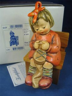 "To Keep You Warm"" #759 TMK7 1ST ISSUE Goebel Hummel Figurine"