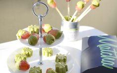 Tolle Rezeptidee: Früchte mit feinster Matcha Schokolade überzogen. Super einfach nachzumachen. Unsere Matcha Schokolade ist die japanische Teezeremonie mit Süße und für unterwegs.