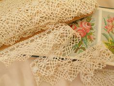 LINGE ANCIEN/ 4 /  Belle dentelle du Puy aux fuseaux mécaniques de 4 cm de large à picots et petits festons