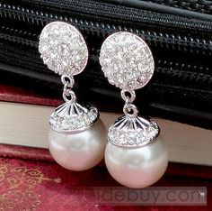 Amazing Alloy and Pearl Earring with Rhinestone