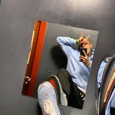 """Nik Tendo ® na Instagramu: """"Čau, album FATAMORGANA už za tejden 🤘🏻 společně s @footshop pro Vás chystáme 1.11.2019 release party v Praze - District7 - lístky jsou v…"""" Rap, Celebrities, Celebs, Nike, Party, Instagram, Gold, House And Home, Wraps"""