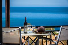 Irida Apartments || Situated on a hill overlooking the bay and the picturesque village of Agia Pelagia, Irida Apartments is only 200 metres away from the sandy beach.
