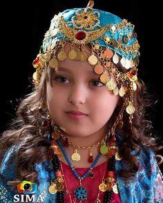 Kurdish girl in traditional costume Cute Little Baby Girl, Cute Baby Girl Images, Little Girls, Beautiful Children, Beautiful Babies, Beautiful People, Beautiful Women, Asian Kids, Folk Costume