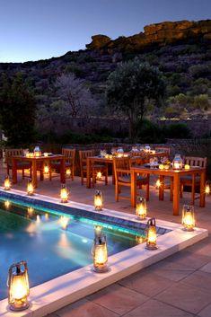 Bushmans Kloof Wilderness Reserve is geleë onder ou sandsteen-rotsformasies en 'n asemrowende landskap en is 'n luukse 5-ster toevlugsoord in die majestueuse Sederberge, 270 km vanaf Kaapstad. Dis 'n Relais & Chateaux-eiendom en is in 2009 deur Travel + Leisure World's Best Awards aangewys as beste hotel in die wêreld.