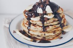 chocolate and banana pancakes Buttermilk Pancakes, Breakfast Pancakes, Banana Pancakes, Breakfast Recipes, Bake Off Contestants, Great British Bake Off, Morning Food, How Sweet Eats, Yummy Food