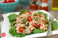 Warm Spinach Salad with Tuna — Faithful Workouts Warm Spinach Salads, Tuna Salad, Tuna Pasta, Tomato Salad, Whole Wheat Pita, Clean Eating, Healthy Eating, Cooking Recipes, Healthy Recipes
