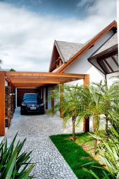 自宅にガレージを持つ場合、十分なスペースを確保し、機能的なサイズと必要要件を満たすよう計画することは容易ではありません。