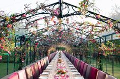 Amazing Flowers by Thierry Boutemy Photo: lydie nesvadba - agency : profirst Sleeping Beauty Wedding, Bouquets, Outdoor Wedding Inspiration, Wedding Ideas, Foto Fashion, Style Deco, Reception Table, Floral Centerpieces, Hanging Centerpiece