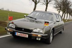 Den wiegenden Federungskomfort des Citroën CX wusste auch DDR-Generalsekretär Erich Honecker zu schätzen. Selbst der einflussreichste Mann in der DDR musste fünf Jahre auf seinen verlängerten CX warten – wegen Zollproblemen.