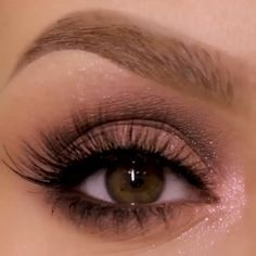 natural makeup for brown eyes . natural makeup for black women . natural makeup looks . natural makeup for blue eyes . natural makeup for blondes Sparkly Makeup, Pink Eye Makeup, Makeup Eye Looks, Eye Makeup Steps, Hooded Eye Makeup, Eye Makeup Art, Makeup For Green Eyes, Natural Eye Makeup, Eyeshadow Makeup