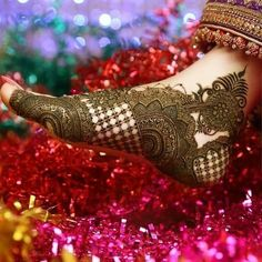 Find out the best bridal mehndi designs for foot and legs. Choose from the easy mehndi design images shown here with different patterns of floral, peacock, leaf-like. Kashee's Mehndi Designs, Traditional Mehndi Designs, Legs Mehndi Design, Latest Bridal Mehndi Designs, Mehndi Design Pictures, Mehndi Designs For Girls, Wedding Mehndi Designs, Tattoo Designs, Mehndi Images