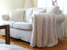 A free chunky wool blanket pattern via @Design The Life You Want To Live