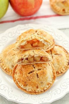 These Apple Hand Pies feature a sweet apple pie filling inside a buttery, flaky pie crust. So easy to make and perfect for fall! Healthy Apple Desserts, Apple Dessert Recipes, Köstliche Desserts, Apple Recipes, Delicious Desserts, Mini Pie Recipes, Apple Tart Recipe, Healthy Recipes, Sweet Desserts