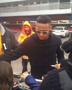 "manu ❤ NJR Recife - PE ❤✌ on Instagram: ""Atendendo fãs na saído do CT hoje !! #Neymar #Neymarjr ❤"""