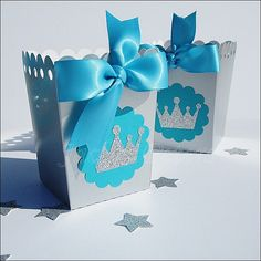 Winter princess party popcorn favor boxes in silver glitter and turquoise blue will add sparkle and shine to her Frozen theme birthday party. Each is hand made and is perfect for a dessert table. Fabu