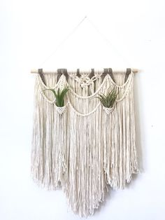 XL Macrame wall hanging on wood. Wall hanging wool by Rowanstudios Macrame Wall Hanger, Yarn Wall Hanging, Wall Hangings, Boho Diy, Bohemian, Yarn Projects, Diy Wall, Wall Decor, String Art