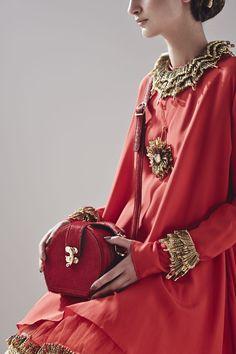Sorcha O'Raghallaigh safety pin couture « Outi Les Pyy Irish Fashion, Star Fashion, Fashion Art, Womens Fashion, Fashion Ideas, Summer 2014, Spring Summer, Altered Couture, Leather Design