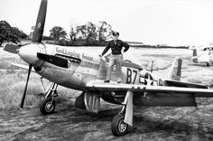 """wwii-warbirds: """" US pilot Lt Robert G Young, Jr of the Fighter Squadron on his Mustang at Little Walden in Essex, England, early 1945 """" Ww2 Aircraft, Fighter Aircraft, Military Aircraft, Air Fighter, Fighter Pilot, Fighter Jets, History Online, P51 Mustang, Ww2 Planes"""