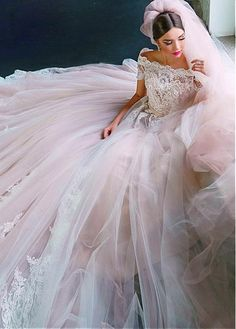 Buy discount Gorgeous Tulle Off-the-shoulder Neckline Ball Gown Wedding Dresses With Lace Appliques & Beadings at Dressilyme.com