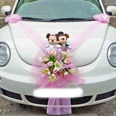 decoration de voiture de mariage avec mickey et minney