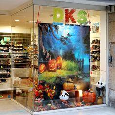 Vitrine Halloween 2020 chez DKS Grenoble chaussures bébé et enfant dégriffées Grenoble, Halloween 2020, Aquarium, Painting, Glass Display Case, Brand Name Shoes, Store, Daughter, Bebe