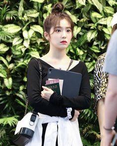 Irene-Redvelvet 190806 Gimpo Airport from Japan Red Velvet アイリーン, Red Velvet Irene, Ulzzang, Velvet Fashion, Airport Style, Airport Fashion, Celebs, Celebrities, Seulgi