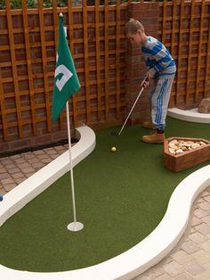 Minigolf in your garden Golf Putting Green, Putt Putt Golf, Crazy Golf, Miniature Golf, Back Gardens, Baseball Field, Water Features, Golf Courses, Home And Garden
