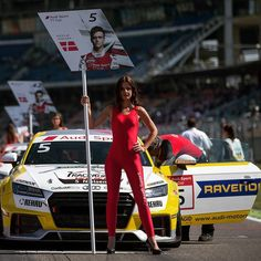 Wednesday is all about the Ravenol 'Grid Girls'