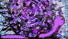 Escargot mauve. Purple snail. Mon deuxième tableau avec l'encre alcool. pas façile comme technique  Voilà j'ai réussie à former une image ..et pas seulement juste des taches d'encres partout sur l surfaçe.    Cute Alcohol Inks Purple Snail, my second attempt to Alcohol inks painting..not an easy task. Very challenging but I have an succeeded to form an image  not only ink blobs . Hours of trying .