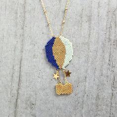 Original © et entièrement tissé à laiguille en perles de verre japonaises = délicas Miyuki, ce collier est une pièce de charme et tendance.