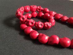 Red Calaveras abalorios cuentas artesanía #jewelry #charms por YBatchi $