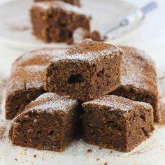Ciasto z cukinii Krispie Treats, Rice Krispies, Halloumi, Healthy Desserts, Banana Bread, Baking, Cake, Recipes, Food