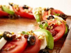 Салат Капрезе с авокадо и грецким орехом  кем dobraiya |  размещено в: Вегетарианские блюда, Салаты, Средиземноморская кухня |  0 Салат Капрезе с авокадо и грецким орехом является одним из варинатов привычного нам салата Капрезе. Использование орехов и винного уксуса изменяют вкус салата, являя совершенно новое и яркое блюдо.