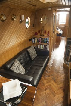 tug fitted by R Evans/Tyler shell Barge Interior, Best Interior, Interior Design, Canal Boat Interior, Sailboat Interior, Modern Tiny House, Tiny House Cabin, Boat House, Kids House