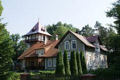 Dwór myśliwski w Możdżanowie wybudowany w latach 1890-1902. Obecnie - własność prywatna.