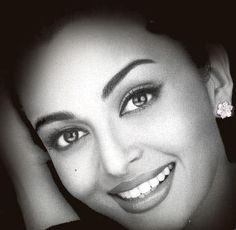 Aishwarya Rai Beautiful Smile Picture