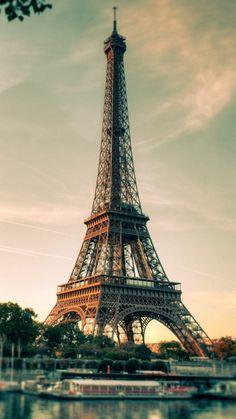 Эйфелева башня Парижа (Франция)