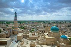 Özbekistan'ın tarihi şehri Hiva... UNESCO Dünya Kültür Mirası Listesi'nde yer alan Hiva, geçmişte İpek Yolu'nun en önemli duraklarından biriydi. Kent Türk İslam mimarisinin en güzel örneklerini barındırıyor.