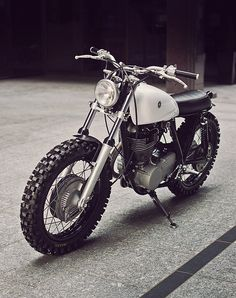Auto Fabrica Type Yamaha Is Sublime Vintage Bikes, Vintage Motorcycles, Custom Motorcycles, Custom Bikes, Cars And Motorcycles, Tracker Motorcycle, Scrambler Motorcycle, Cbx 250, Motos Retro