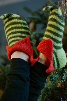 Ravelry: Elf Shoes FREE knitting pattern by Pamela Wynne — Liberate your inner pixie, sprite, jester, imp or grinch! ... knit in the round and fulled to fit, featuring turn-down cuffs, short-row heels, and a curly elfin toe shaped with short rows and i-cord.