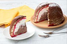 Lo zuccotto è un dolce classico fiorentino.  Una cupola di pan di Spagna che custodisce strati di crema di ricotta, di cui una al cioccolato!
