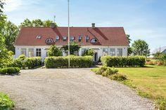 Hedmansgården | Svensk Fastighetsförmedling, www.svenskfast.se Home Fashion, Cabin, House Styles, Home Decor, Trelleborg, Decoration Home, Room Decor, Cabins, Cottage