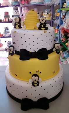 Crazy Cakes, Fancy Cakes, Cute Cakes, Buttercream Cake, Fondant Cakes, Cupcake Cakes, Pasteles Cake Boss, Bumble Bee Cake, Bolo Fack