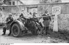 Luftwaffe FLAK crew in France, just outside Paris between there and Rouen. They were in position to protect vital and vulnerable supply lines across France. German FlaK 30 gun and its crew in Drocourt, Seine-et-Oise, France, Aug German Soldiers Ww2, German Army, Luftwaffe, D Day Landings, Ww2 Pictures, Ww2 Photos, Germany Ww2, German Uniforms, Dioramas