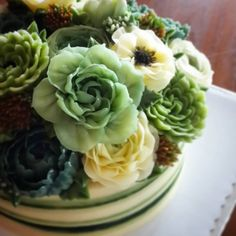 Green flower bouquet for Dad. #buttercreamflowers #butterblossom #buttercreamcake #flowercake #flowerkorea #koreaflowercake #cake #cakeflowers #cakeinspiration #greenflower #wiltoncakes