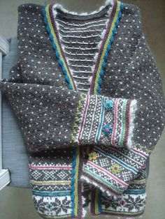 Ravelry: Fritt etter Setesdal pattern by Sidsel J. Fair Isle Knitting Patterns, Fair Isle Pattern, Knitting Stitches, Knit Patterns, Norwegian Knitting Designs, Cardigan Pattern, Ravelry, Knit Crochet, Creations